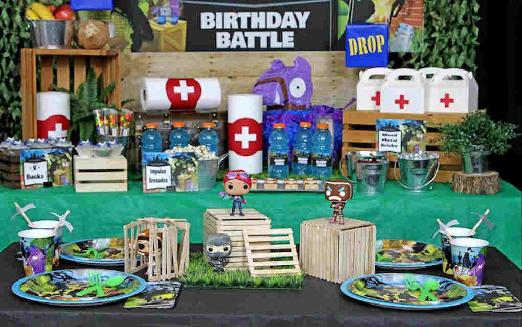 Fortnite birthday party table