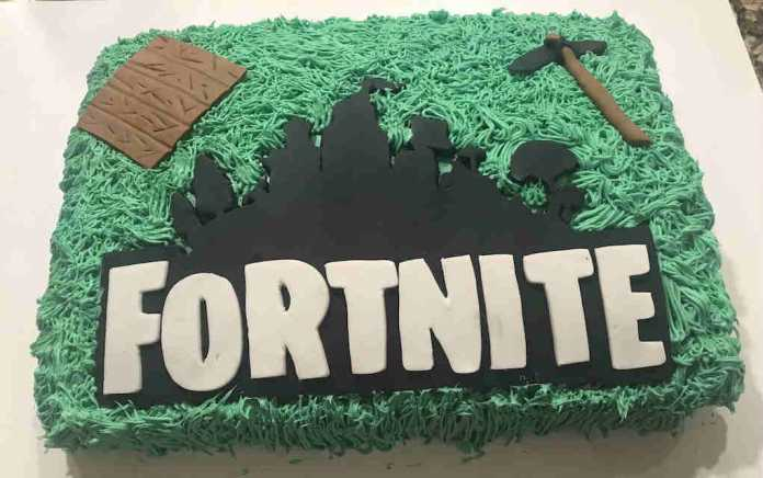 Fortnite logo cake