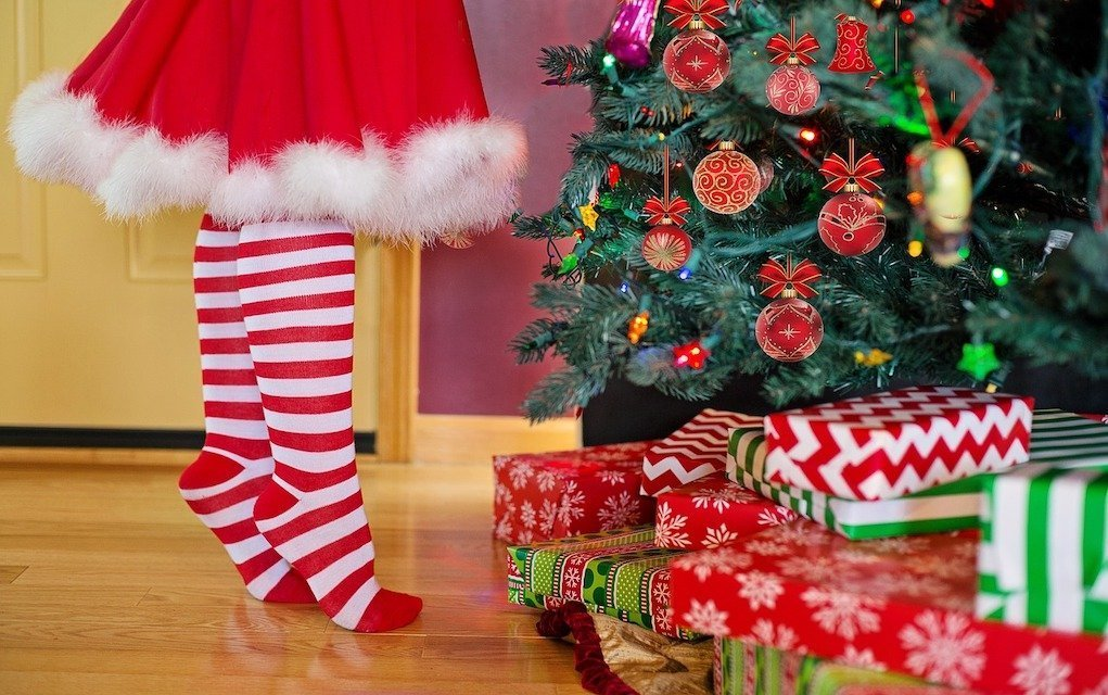 decorating the Christmas tree festive style tips for home for Christmas