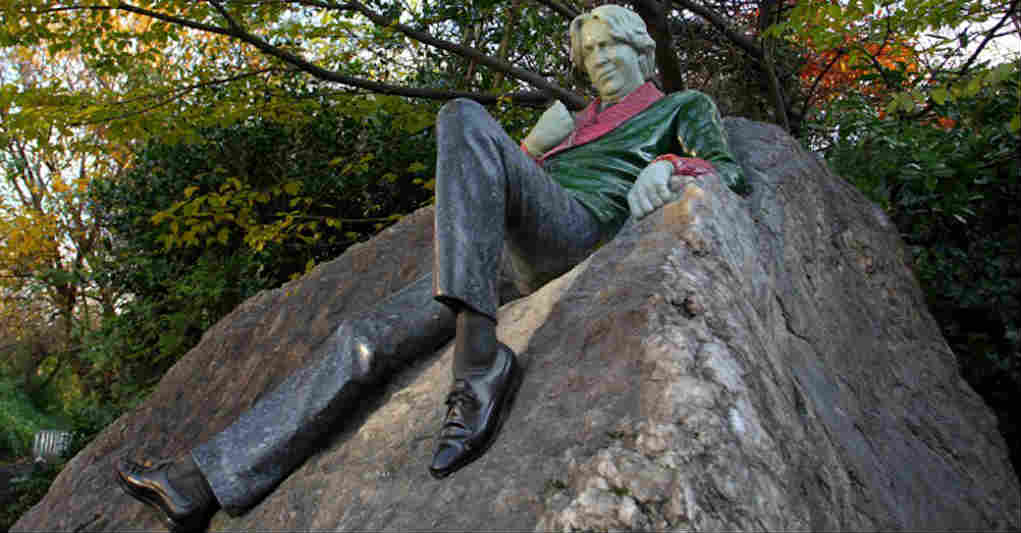 Oscar Wilde statue Merrion Square Dublin