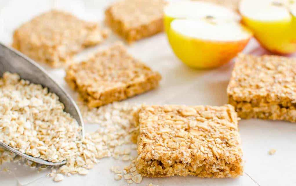 Apple pie oat lunchbox bars