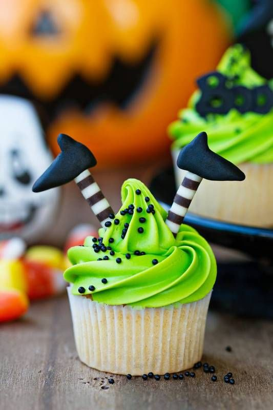 witches feet cupcakes